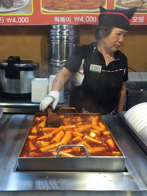 A woman selling tteokbokki in Gongju