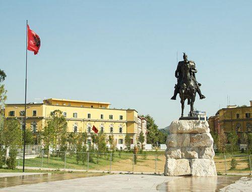 Come andare Autobus Tirana Skopje