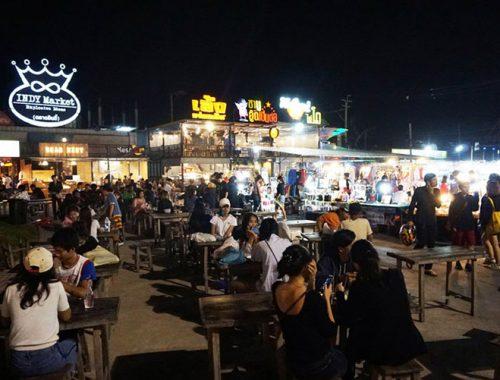 Indy Market Bangkok Mercato Notturno Non Turistico
