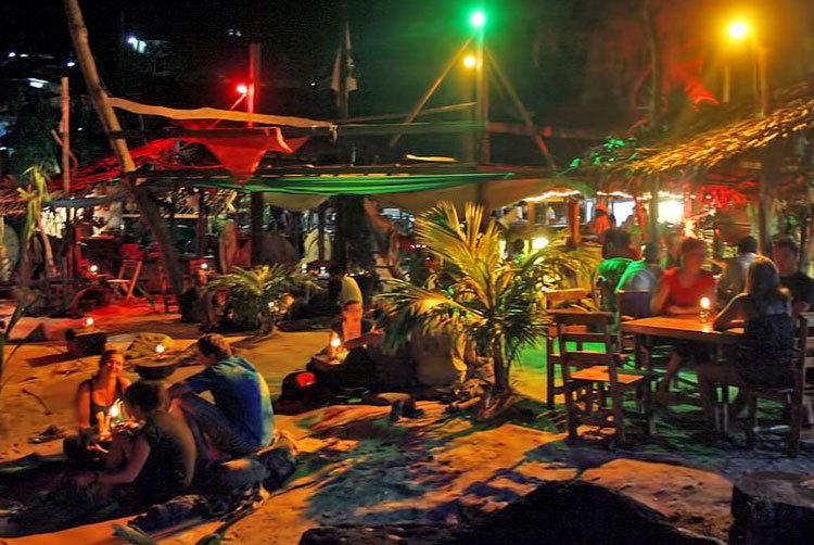 Vita Notturna Nightlife Phi Phi Islands Thailand