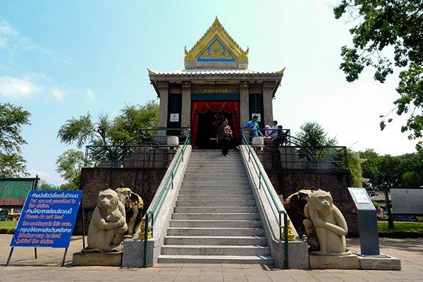 Phra Prang Sam Yod Tempio Scimmie Lopburi Thailandia